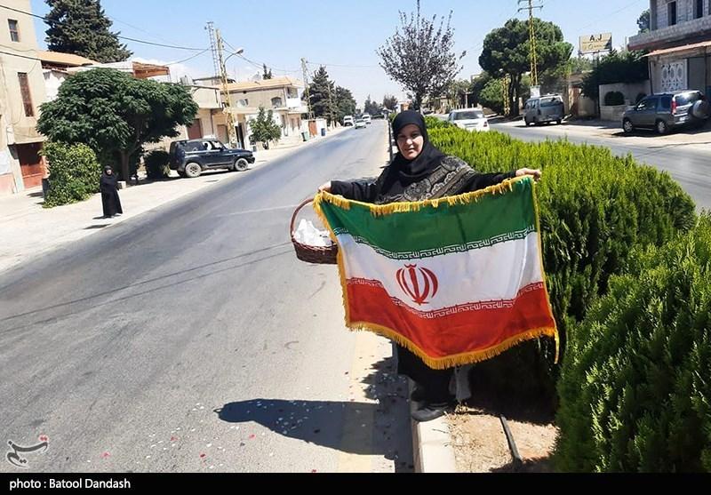 استقبال زن لبنانی از تانکرهای حمل سوخت ایرانی+عکس