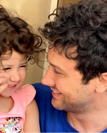 موهای پریشون شاهرخ استخری و دخترش /عکس