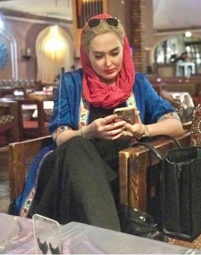 تیپ خفن زهره فکور در رستورانی سنتی /عکس