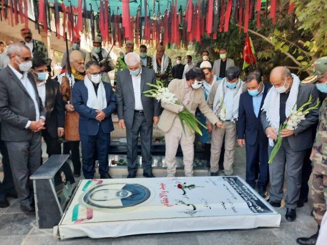 ادای احترام وزیر کشور به مقام شامخ شهدای خرمآباد