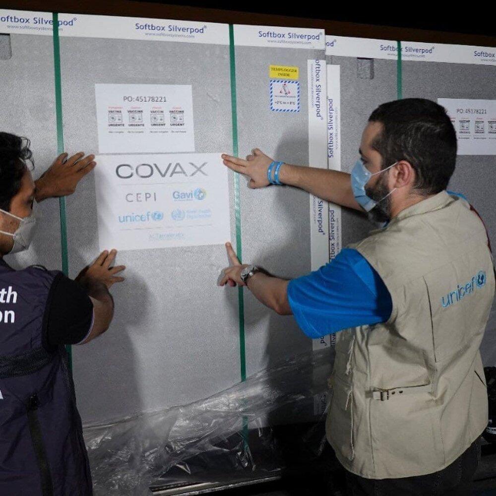 دریافت واکسنهای اهدایی یونیسف به ایران در فرودگاه+ عکس