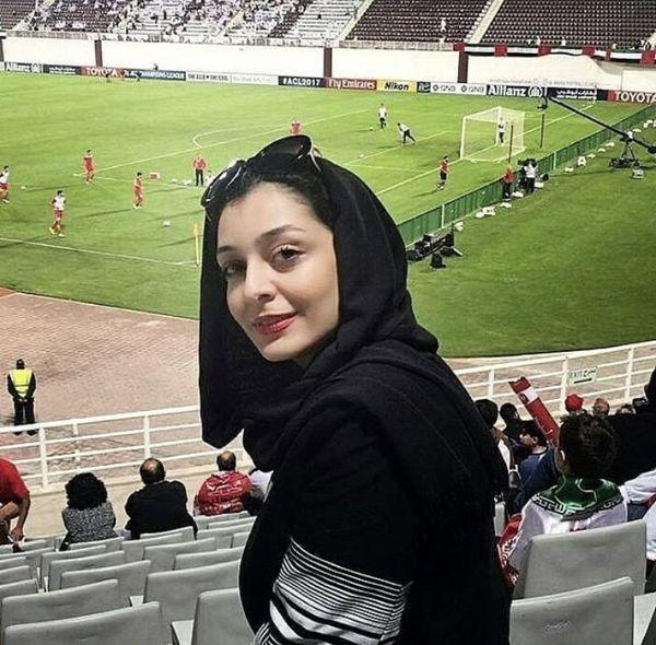 ساره بیات در استادیوم در حال تماشای فوتبال /عکس