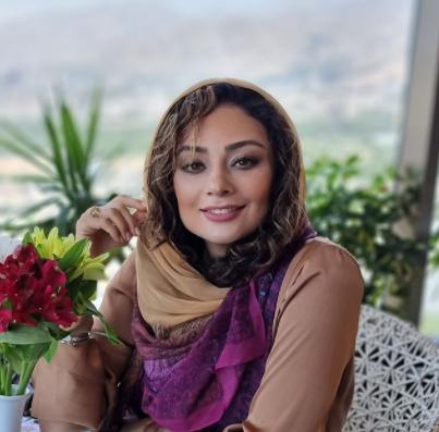 یکتا ناصر در اتاق پر از گلش /عکس