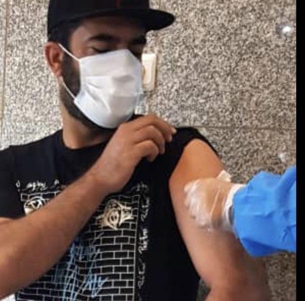 همسر یکتا ناصر در حال تزریق واکسن /عکس