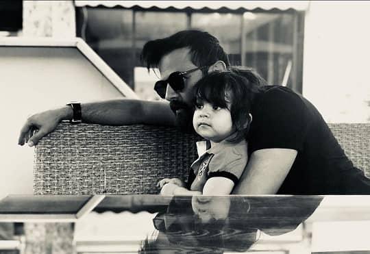 هومن سیدی و دخترش در کافه /عکس