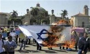 خاخام های یهودی پرچم اسرائیل را آتش زدند