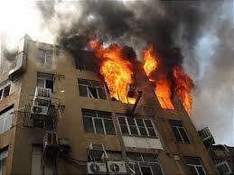 آشپزخانه ساختمان چهار طبقه در آتش سوخت