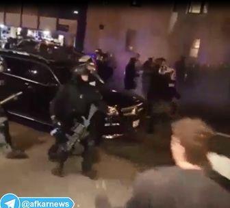 برخورد شدید پلیس آمریکا  با تظاهرات آرام معترضین/ فیلم