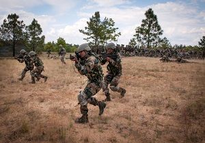 هند ۲۵ هزار نیروی نظامی به مرز پاکستان اعزام کرد