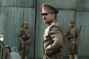 بازگشت موفق به بازیگری در نقش یک نظامیِ عاشق