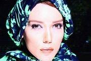 آب بازیِ شهرزاد کمال زاده در باغ فین کاشان /عکس