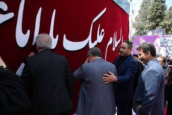 فرش پرچم امام حسین (ع)  در راه کربلا