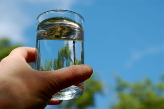 روزانه چند لیوان آب بنوشیم؟