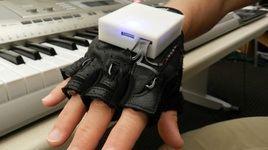 بیماران ضایعات نخاعی با دستکش موزیکال قادر به نواختن میشوند