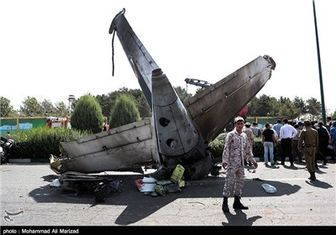 بررسی سانحه هواپیما توسط گروههای تخصصی