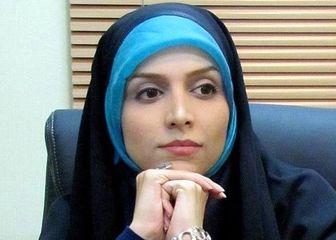 مجری خوش حجاب ایرانی در یک مراسم ادبی/ عکس