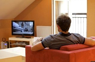 خطر نشستن پای تلویزیون و افزایش ریسک لختگی خون