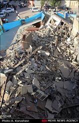 ریزش مرگبار ساختمان دو طبقه در خیابان سنایی