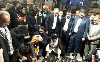 ادای احترام آیتالله خاتمی به مقام شامخ شهید سلیمانی + تصاویر