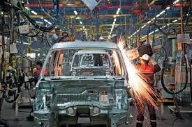 صنعت خودرو به محفلی برای بده بستانهای سیاسی تبدیل شده است