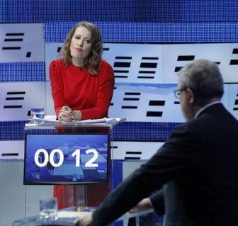 ژست جالب رقیب پوتین هنگام مناظره انتخاباتی