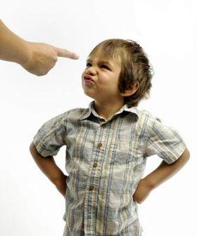 ۸ اشتباه تربیتی والدین