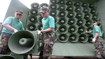 نصب  بلندگوهای پخش پیامهای تبلیغاتی کره شمالی در مرز کره جنوبی
