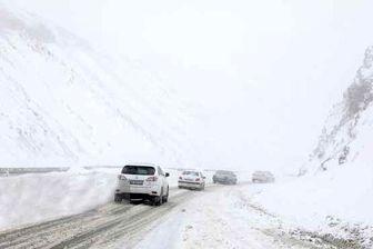 """بارش خفیف برف در منطقه """"گدوک"""" محور سوادکوه"""