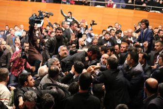 کتک کاری در سخنرانی احمدی نژاد در ترکیه + عکس