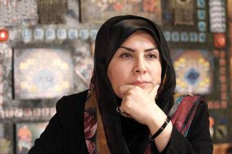لطفی که اکبر عالمی در حق خانم مجری انجام داد/ عکس