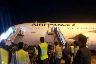 مهماندار فرانسوی در زمان ورود هواپیمای ایرفرانس به ایران درباره حجاب چه گفت/فیلم