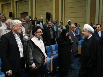 آتش اختلاف اصلاح طلبان و اعتدالیون شعله ور شد/ روحانی اولین رئیس جمهور 4 ساله؟