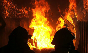 آتش سوزی ساختمان ۳ طبقه در خیابان جمهوری