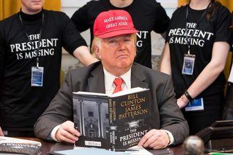 ترامپ در مراسم فروش رمان کلینتون!