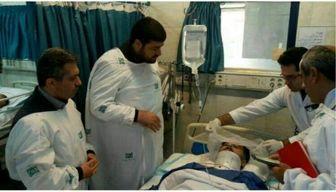 رئیس اورژانس کشور از حادثه دیدگان سقوط بالگرد عیادت کرد