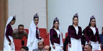 آقای روحانی به جای حاشیه ها کار کنید/ بد حجابی برخی بانوان در همایش ملی با حضور رئیس جمهور