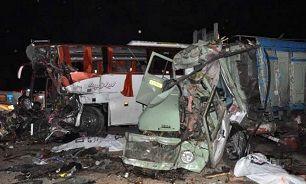 15 مجروح در پی تصادف کامیون و اتوبوس مسافربری