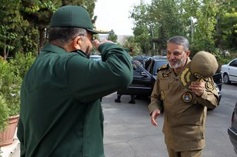 احترام نظامی سردار سلیمانی به فرمانده کل ارتش