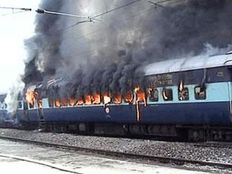 ۲۵ dead in India train fire