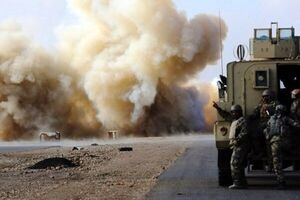 انفجار بمب در مسیر ۲ کاروان نطامی آمریکا در عراق
