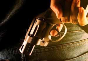 تعدی به مأمور پلیس حادثه آفرید / مجرم به دنبال خلع سلاح مأمور پلیس