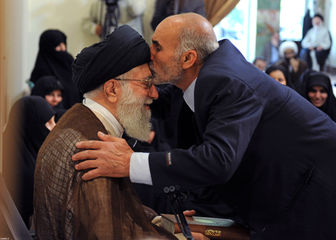 تصاویر دیدهنشده از دیدارهای رهبر انقلاب با خانوادههای شهیدان