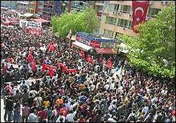 اعلام آمادگی جوانان ترکیه برای مبارزه باآمریکا و ناتو