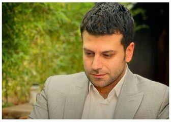 روزبه حصاری در حال خوانندگی /عکس