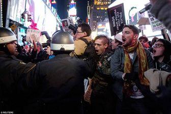 پرچم آمریکا در نیویورک به آتش کشیده شد