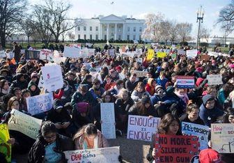اعتراض دهها هزار دانشآموز آمریکایی به قوانین داشتن اسلحه