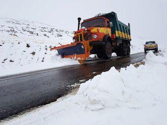 کندی تردد در برخی جاده های فارس درپی بارش برف