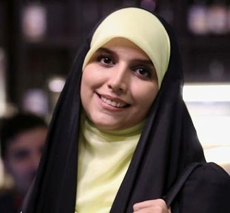 مجری خوش حجاب تلویزیون در کنار «پارسا پیروزفر» /عکس