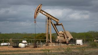 سقوط بهای نفت خام آمریکا