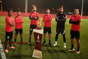عکس یادگاری خلیل زاده و کریمی با جام حذفی قطر+عکس